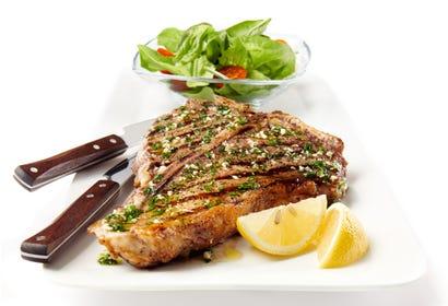 Biftecks à la florentine (sur le barbecue) Image