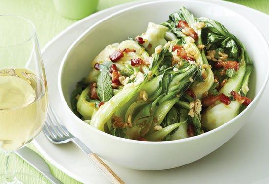 Bok choy au gingembre et croustillant de Rice Krispies épicés