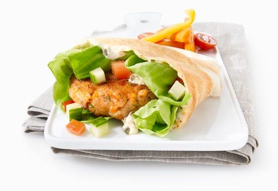 Burgers de truite saumonée, mayonnaise au citron et aux câpres