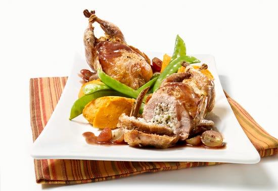 Stuffed quails with blue cheese and red grape sauce