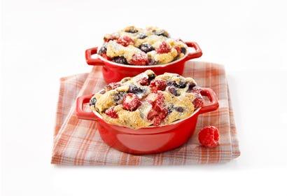 Clafoutis aux petits fruits en minicocottes Image