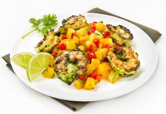 Grilled shrimp cocktail with Mediterranean salsa (BBQ)