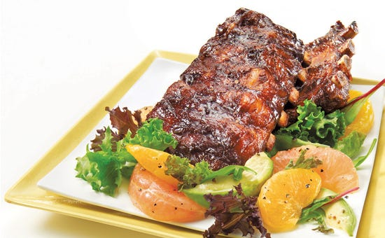 Spareribs, homemade barbecue sauce and californian salad