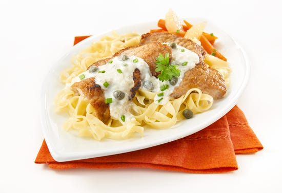 Veal cutlets with lemon, capers and cream