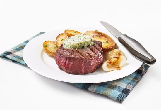 Grilled beef tenderloin with blue cheese butter