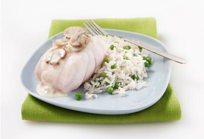 Filet de poisson à chair blanche, sauce aux champignons Image