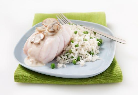 Filet de poisson à chair blanche, sauce aux champignons