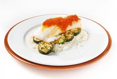 Filet de poisson à chair blanche en sauce tomate Image