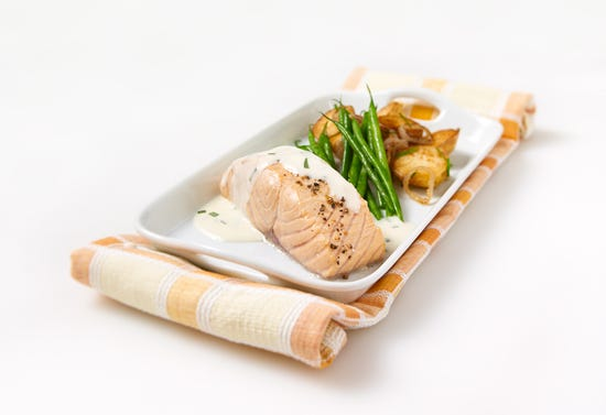 Salmon fillets with cream sauce