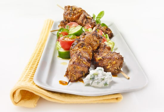 Lamb kebabs with yogurt sauce