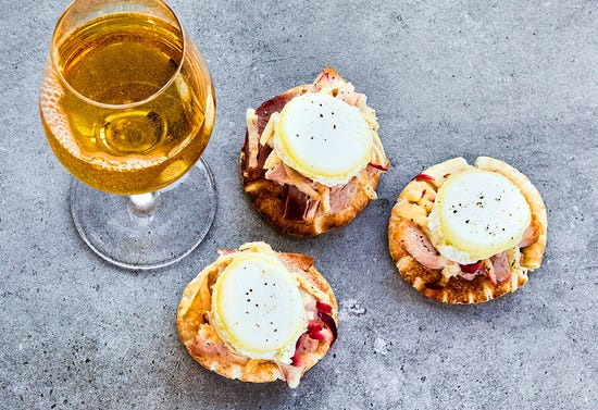 Mini croque-monsieur with apple and goat cheese