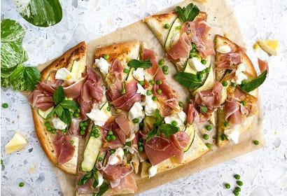 Pizza aux courgettes et prosciutto