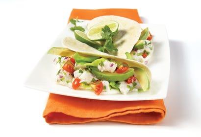 Tacos de poisson blanc, avocat, coriandre et lime Image