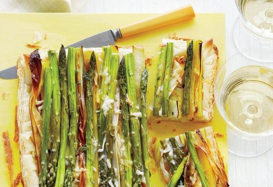 Tarte fine aux asperges et aux poireaux