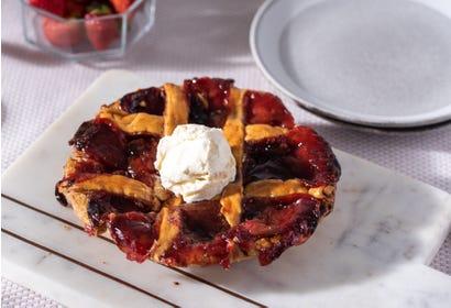 Tarte aux fraises et à la rhubarbe Image