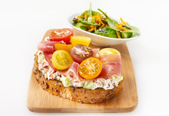 Ricotta, tomato and ham tartine