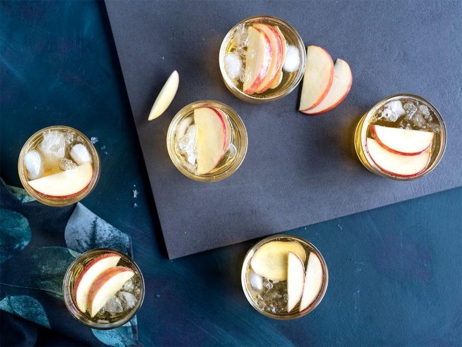 verres de cocktail panaché avec pommes