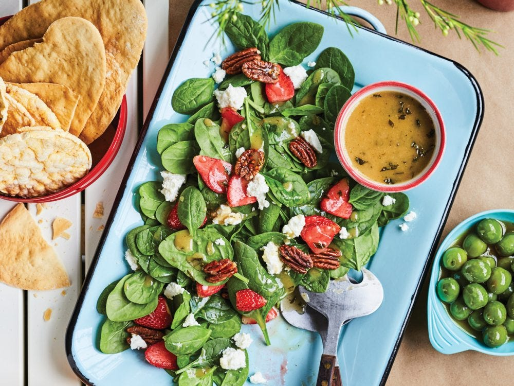 Spinach-and-strawberry salad in a plate