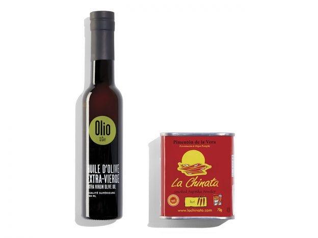 Bouteille d'huile d'olive et contenant de paprika fumé