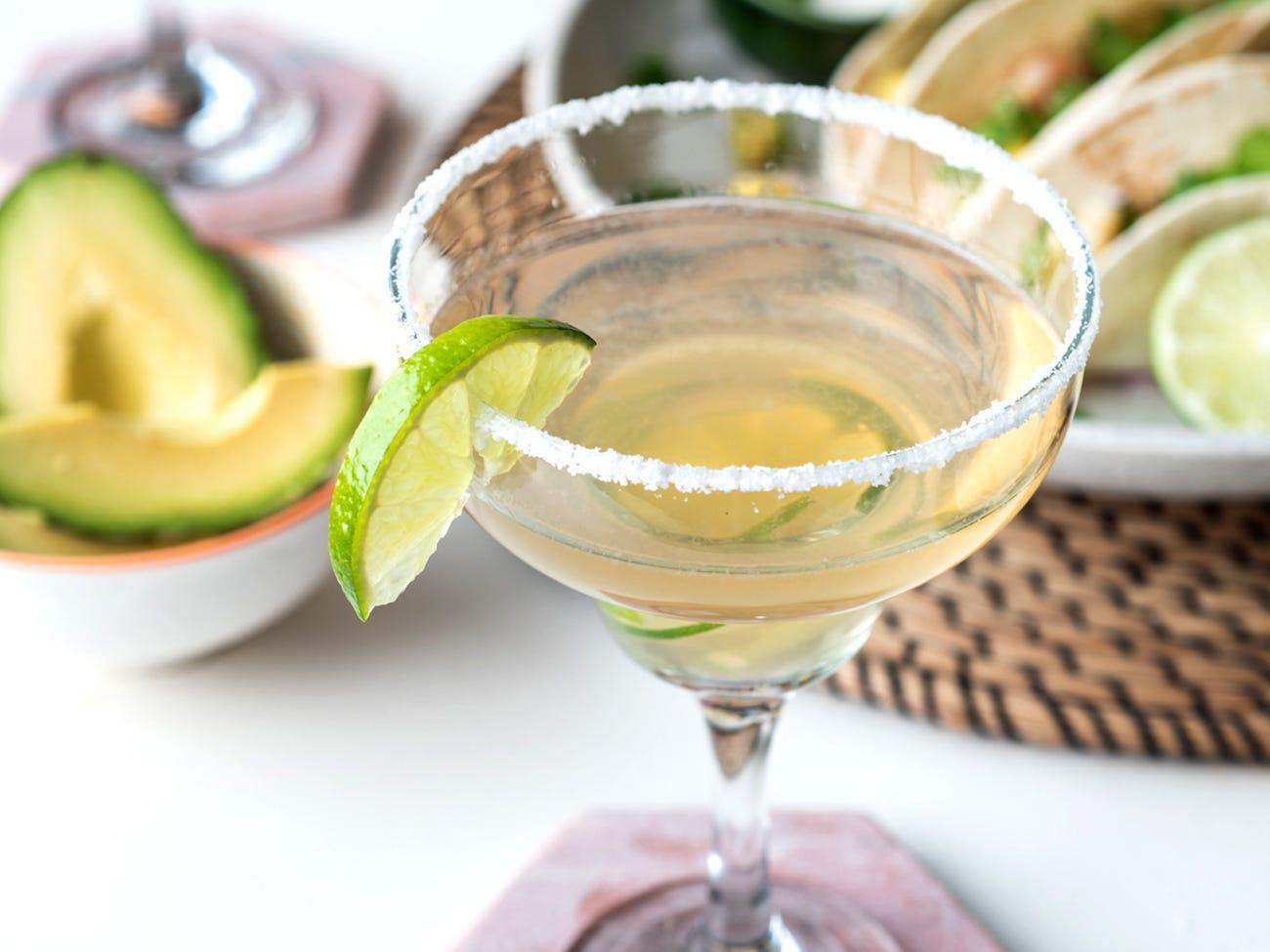 un cocktail margarita