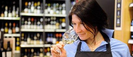 Wine tasting by a SAQ wine advisor